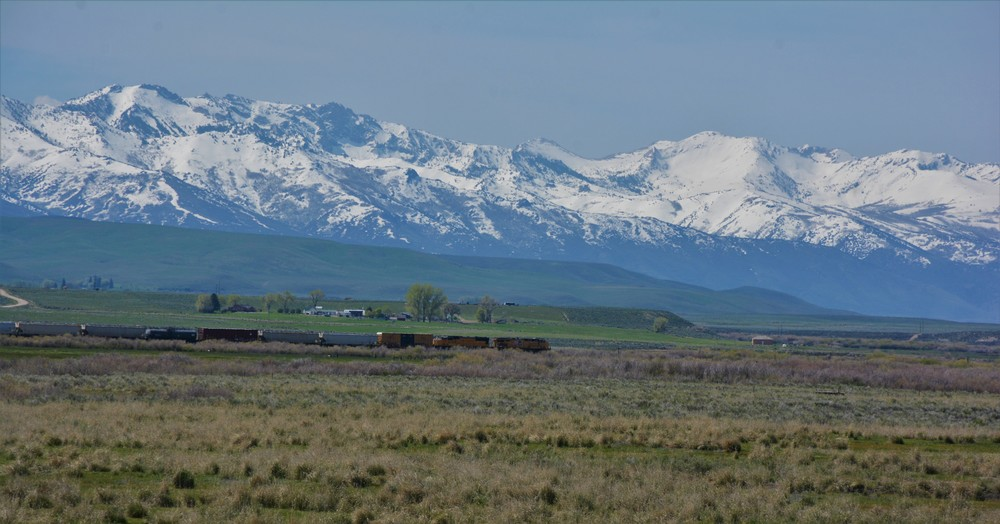 A train rides across the high plain.